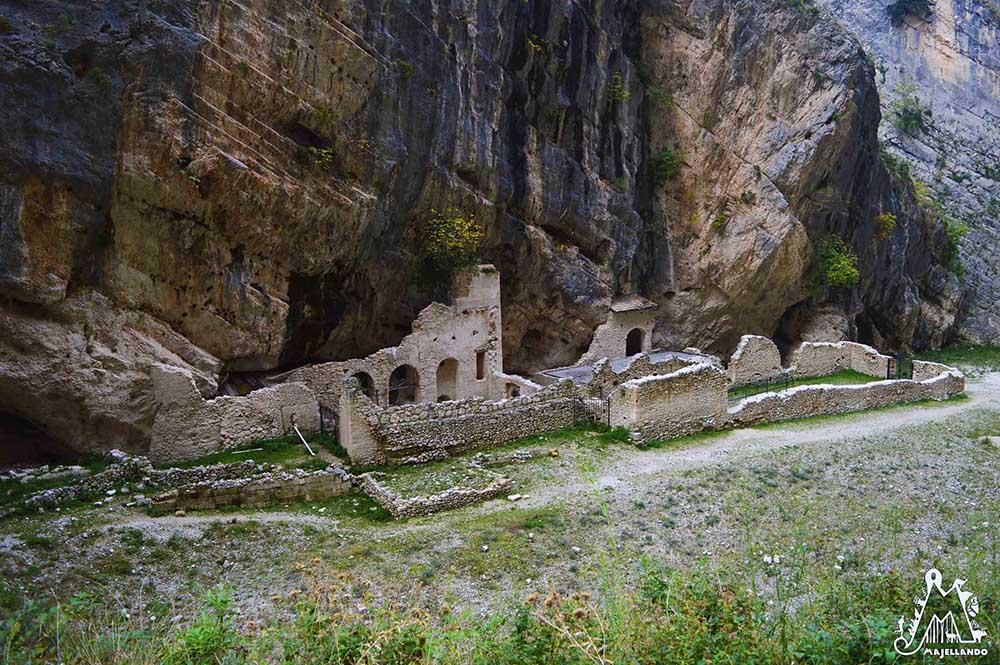 Abbazia-Benedettina-di-San-Martino-in-Valle-Fara-San-Martino-Majella-Abruzzo