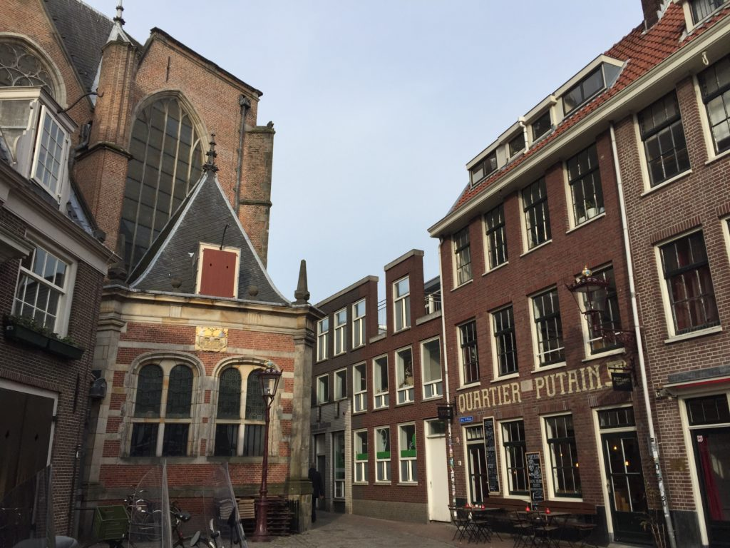 amsterdam quartiere a luci rosse e chiesa Oude Kerk