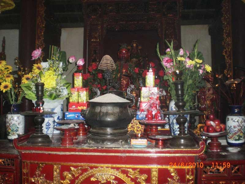 altare all'interno della pagoda