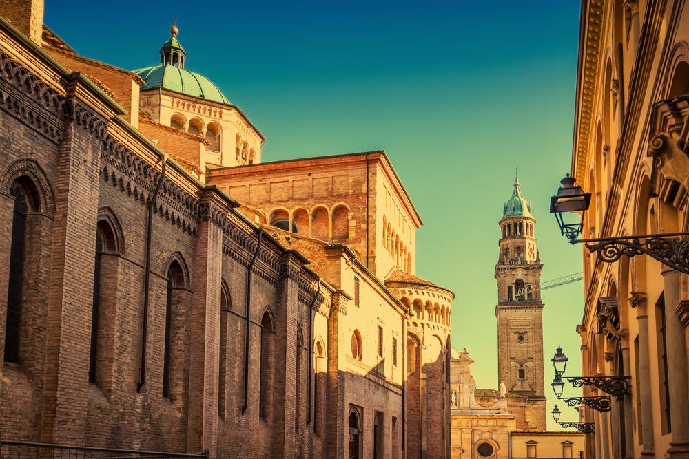 parma panoramica del duomo e del campanile di san giovanni evangelista