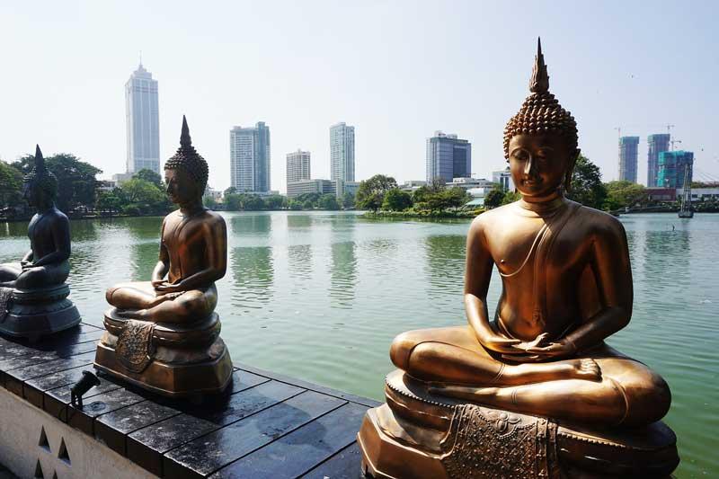 sri-lanka-colombo-statues